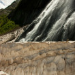 Waterfalls and glaciers and green valleys — 图库照片