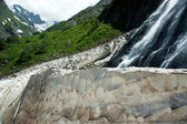 Waterfalls and glaciers and green valleys — Stock Photo