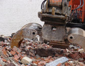 Demolished house on a construction site with construction equipm — Stock Photo