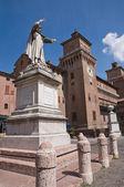 雕像的吉罗拉莫 · 萨沃纳罗拉。艾米利亚-罗马涅。意大利. — 图库照片