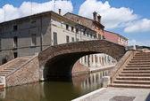 Polisen bridge. comacchio. emilia-romagna. italien. — Stockfoto