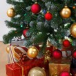 Close view of decorated Christmas tree — Stockfoto
