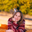 Cute girl in autumn, laying outdoors — Stock fotografie