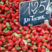 Saftiga jordgubbar — Stockfoto