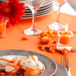 Easter table setting in orange tones — Stock fotografie