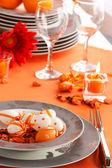 Ostern tabelleneinstellung in orangetönen — Stockfoto