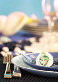 Blue table setting for romantic dinner with rose. — Stockfoto