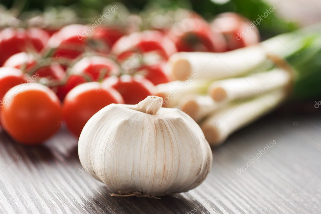 Garlic with cherry tomatoes and spring onions. Ingredients for tomato sauce. — Stock Photo #6969233