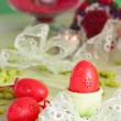 Easter table setting in green and red — Stockfoto
