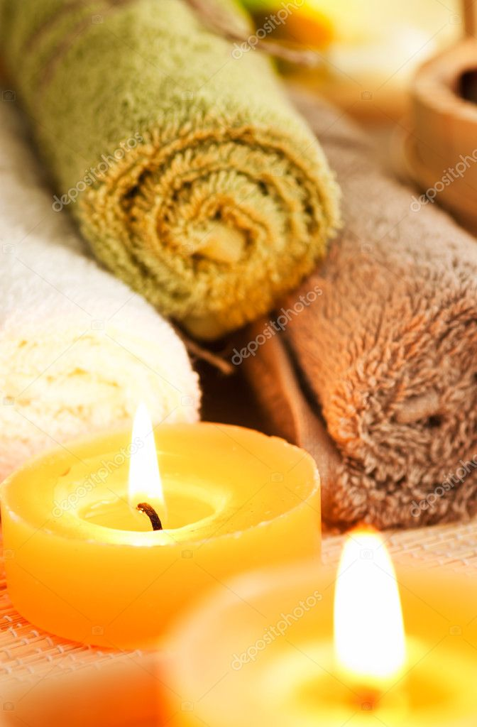 Spa setting with candles, waterlily and pebbles. Selective focus — Stockfoto #6994168