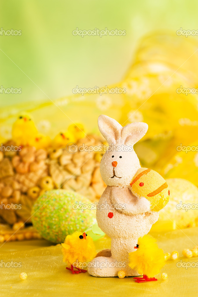 Easter setting with Easter eggs, chicks and rabbit. — Stock Photo #6994318