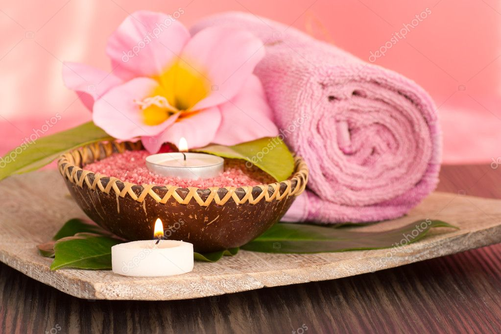 Spa setting  in pink tones with candles — Stock Photo #6994419