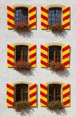 Patrón de windows en neuchatel, suiza — Foto de Stock