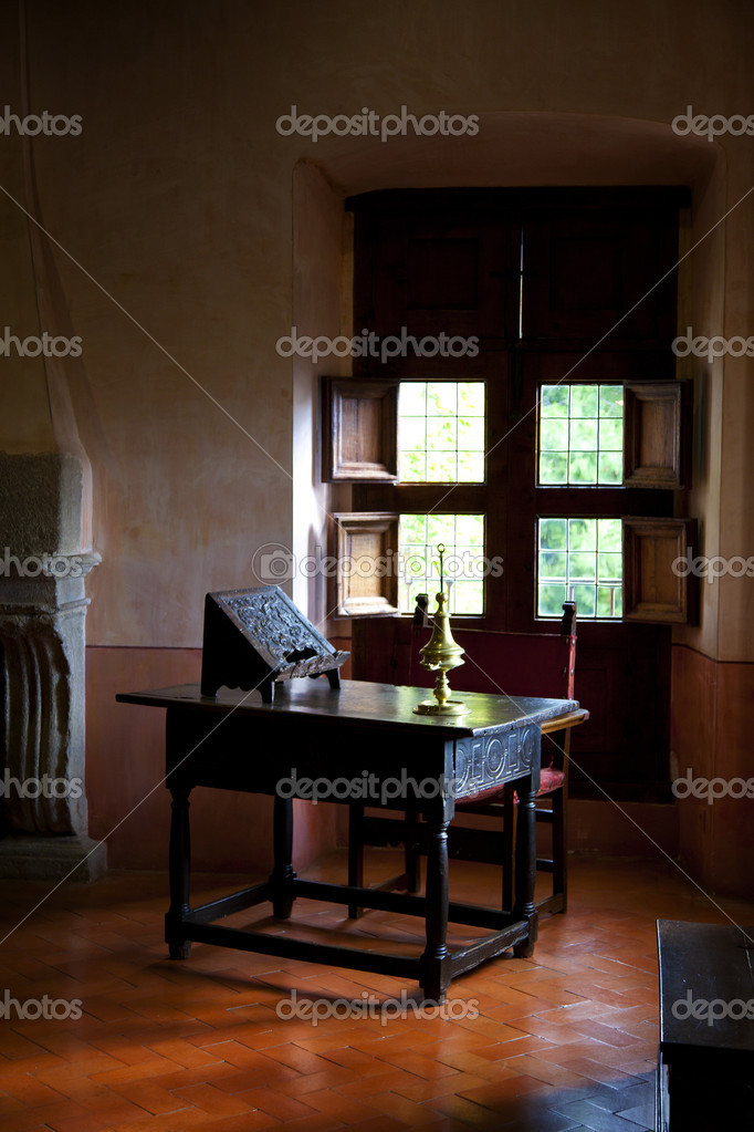 Antique writing desk in a rural interior — Photo #7534093