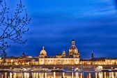 Elbe river with Church of Our Lady (Frauenkirche) after sunset, Dresden — Stock Photo
