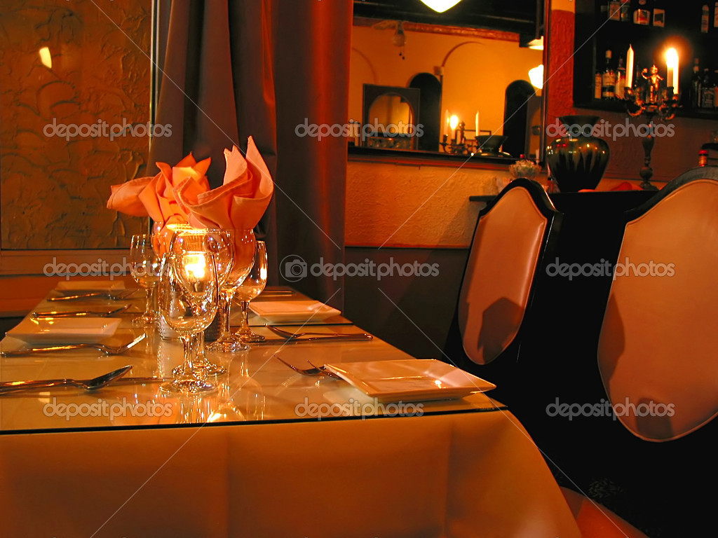 Dinner table setting in a reastaurant — Stock Photo #7085344