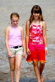 Two girls walking — Stock Photo