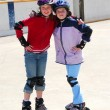 Two girls rollerblading — Stock Photo