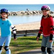 Girls rollerblade — Stockfoto