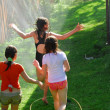 Girls run sprinkler — Lizenzfreies Foto