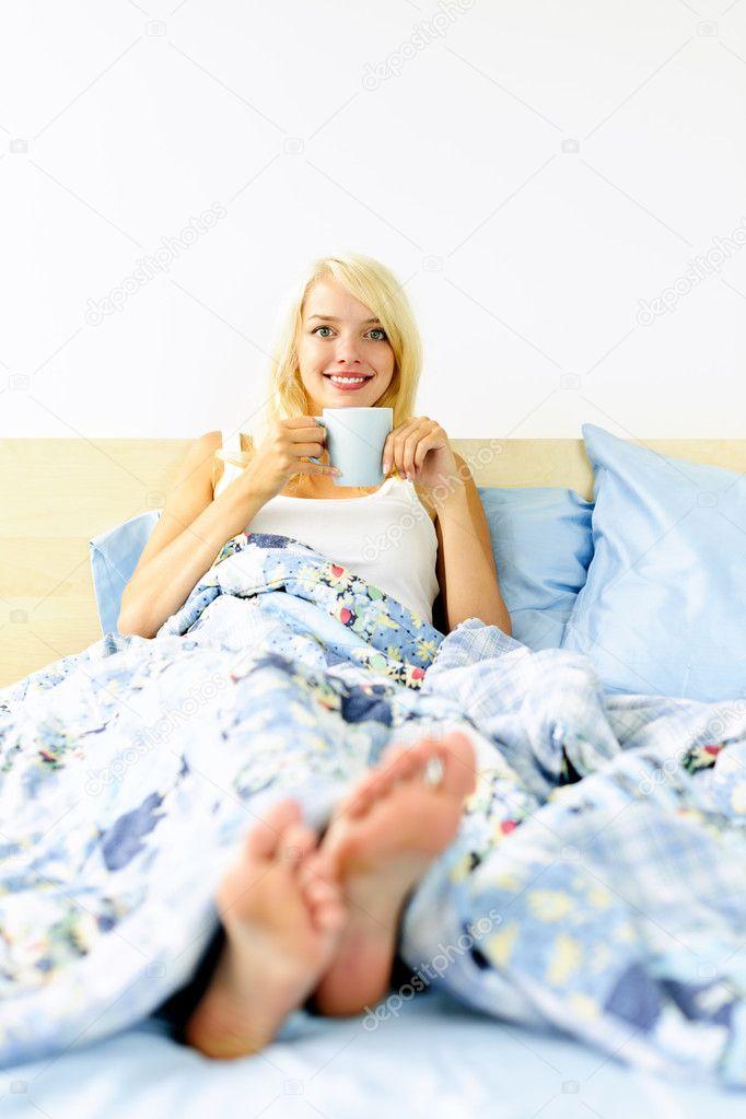 хороша в постели блондинка-яч2