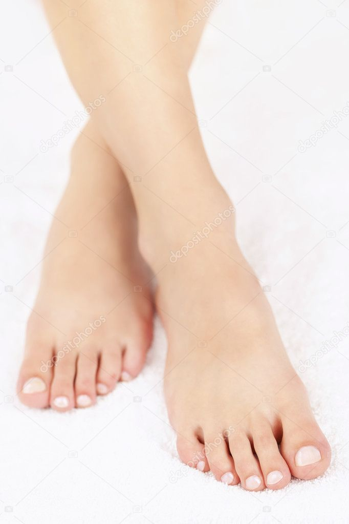 Фото ступни ног с педикюром