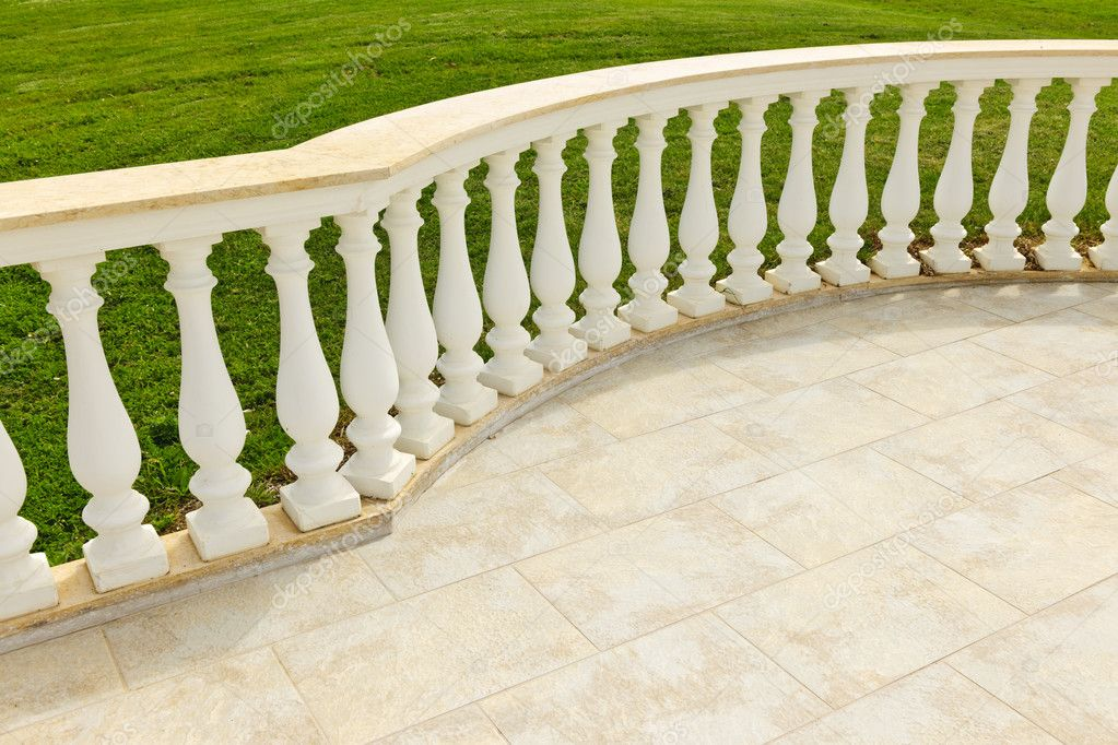 terrasse avec balustrade photo 7612129. Black Bedroom Furniture Sets. Home Design Ideas