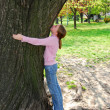 Girl and big tree — Stock Photo