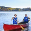 Family canoe trip — Stockfoto