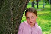 Girl and big tree — Stock Photo