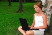 Dívka počítač — Stock fotografie