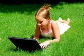 Mädchen-computer — Stockfoto