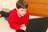 Chlapec počítač — Stock fotografie