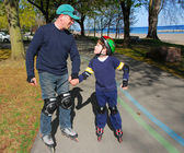 Father son rollerblade — Stock Photo