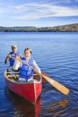 家庭的独木舟之旅 — 图库照片
