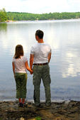 Father daughter lake — Stock Photo