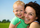 Child with mother play outdoors — Stock Photo