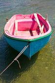 Bote de remos en mykonos, grecia — Foto de Stock