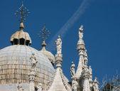 Rzeźby katedry san marco — Zdjęcie stockowe