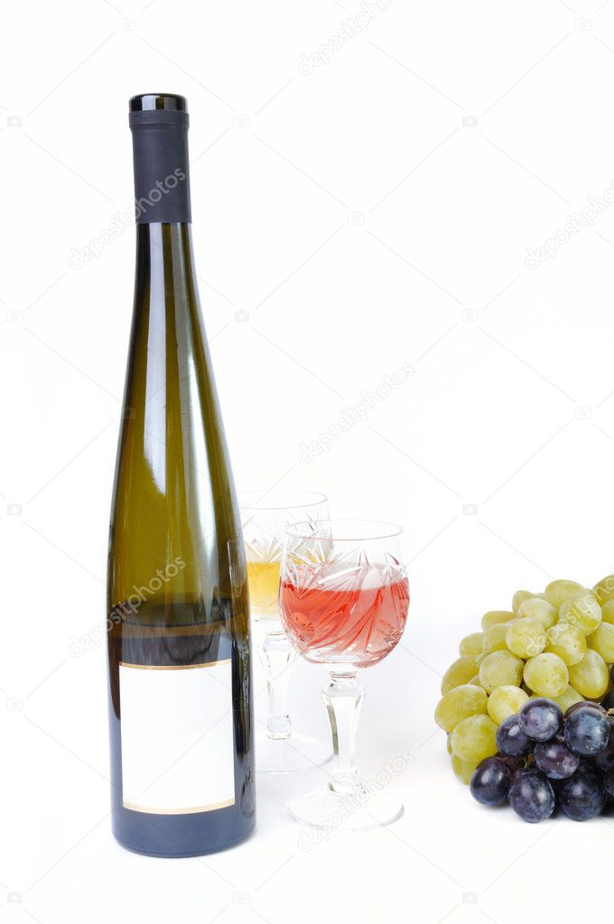 Bottle of wine with glasses of wine and grapes isolated in white — Stock Photo #6809090