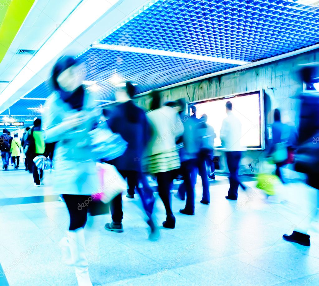Business passenger walk at subway station at intentional motion blurred — Stock Photo #7108965
