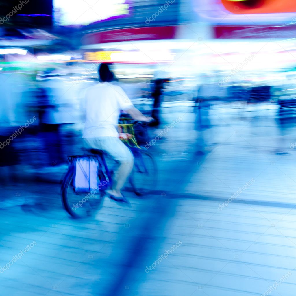 City on bicycle blur motion — Stock Photo #7109036