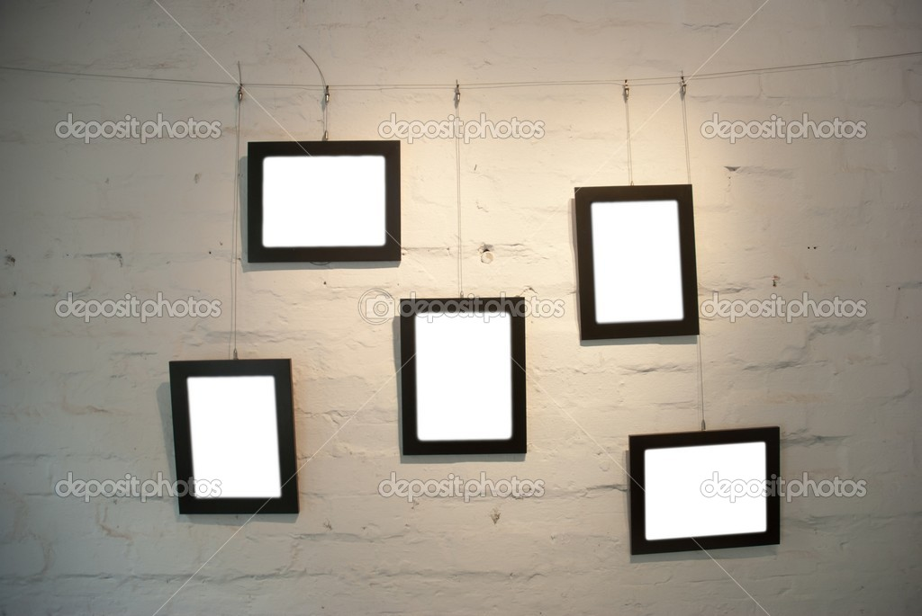 Frame on shabby wall in art museum — Stock Photo #7300626