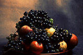 Grapes and apples — Stock Photo