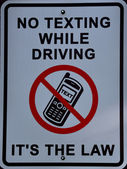 No texting while driving, its the law sign — Stock Photo