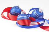 Palle di Natale e nastro rosso 2 — Foto Stock