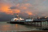 Eastbourne molo při západu slunce — Stock fotografie