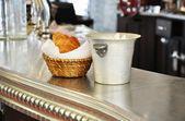典型的巴黎小酒馆 — 图库照片