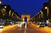 елисейские поля-в ночное время, париж — Стоковое фото