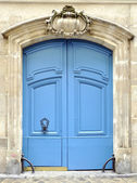 A blue door in Paris — Stock Photo